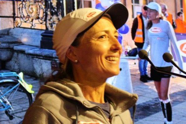 """Una donna """"di corsa"""" per i bambini del mondo"""
