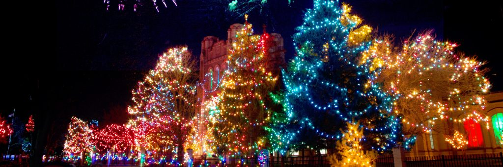 Natale, gli addobbi da tradizione a opera
