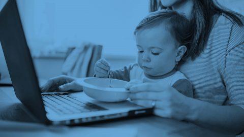 Smart working, le donne tra casa e famiglia faticano il doppio